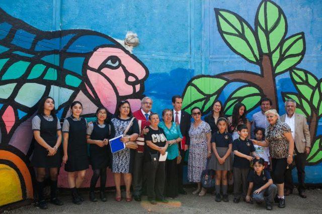 Inauguran colorido mural en cierre perimetral de futura for Colowall papel mural santiago