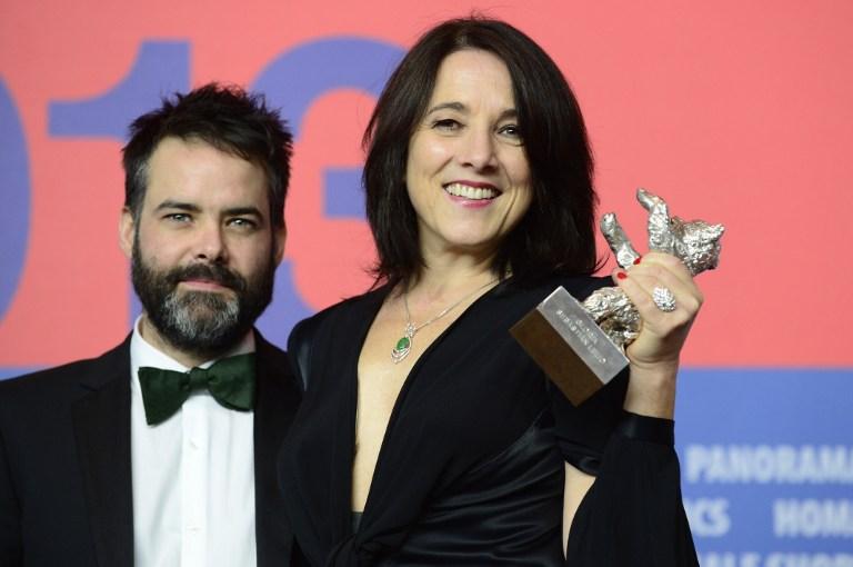 Lelio junto a la ganadora del Oso de Plata, Paulina Garcia | Agencia AFP | John Macdougall