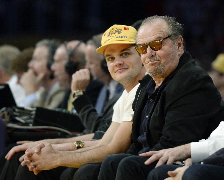 Jack Nicholson y su hijo Raymond Nicholson en viendo a los Lakers en 2016 | AFP