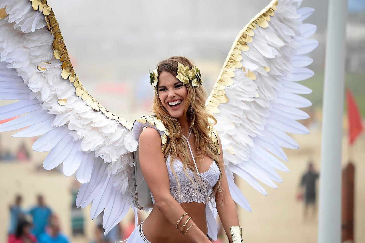 Kika Silva y Gala Caldirola hacen desfile tipo Victoria's Secret para lanzar candidaturas