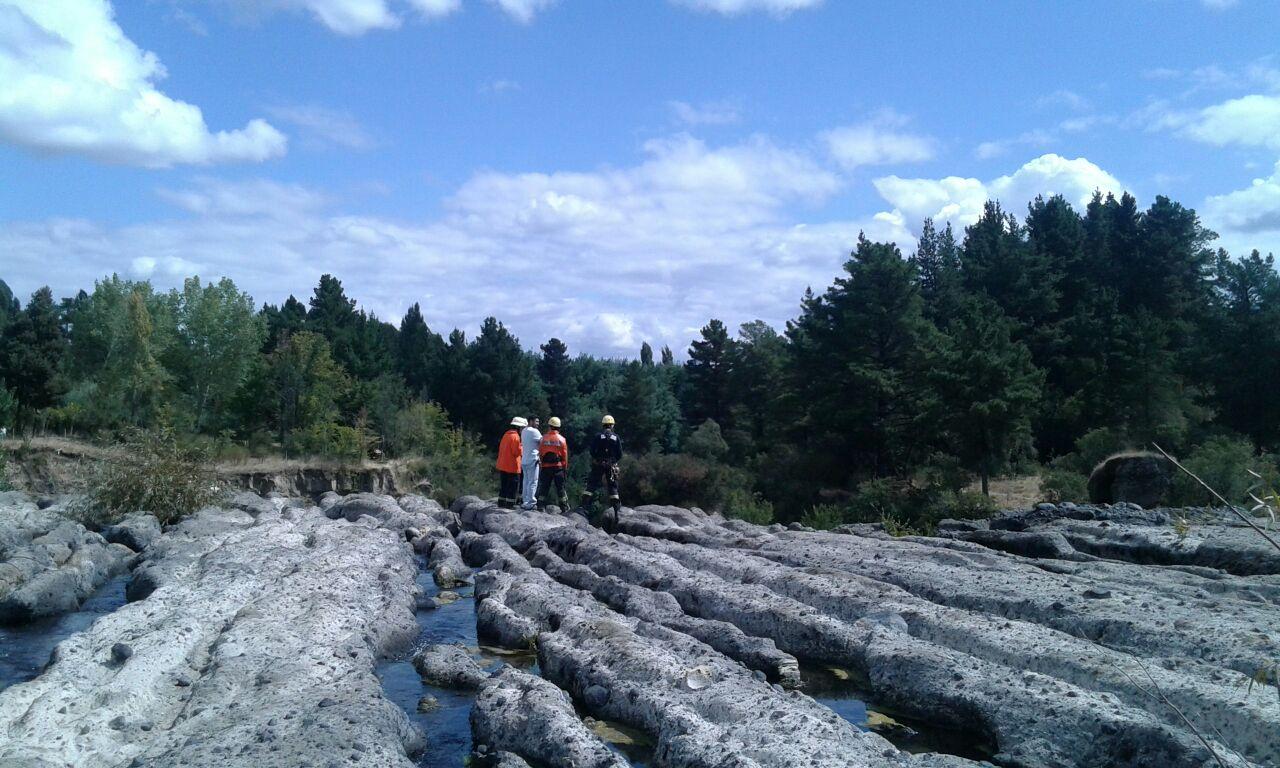 equipos de emergencia en Salto Chico