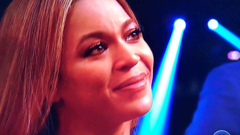 Adele se negó a recibir Grammy porque Beyoncé se lo merecía: No puedo aceptar este premio