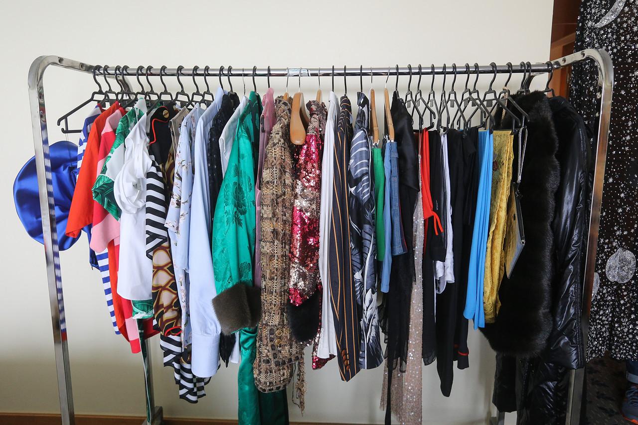 Di Mondo muestra todos los excéntricos vestuarios que trajo a Viña