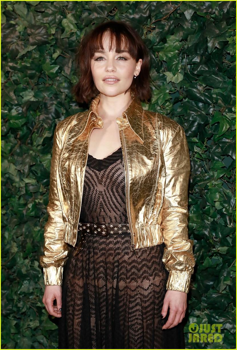 Emilia Clarke estrena nuevo corte de pelo con chasquilla