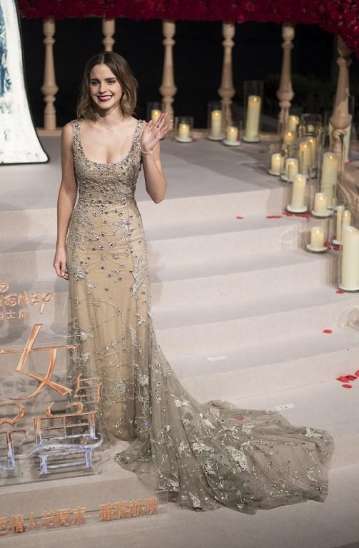 """Emma Watson encanta con mágico vestido en premiere de """"La bella y la bestia"""" en Shangai"""