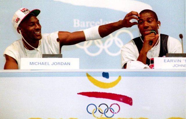 "Michael Jordan y Earvin ""Magic"" Johnson / Karl Mathis / AFP"