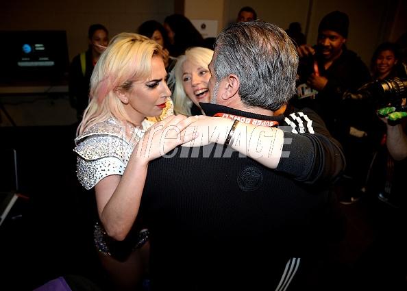 Imágenes muestran emoción de Lady Gaga tras terminar su show del Super Bowl