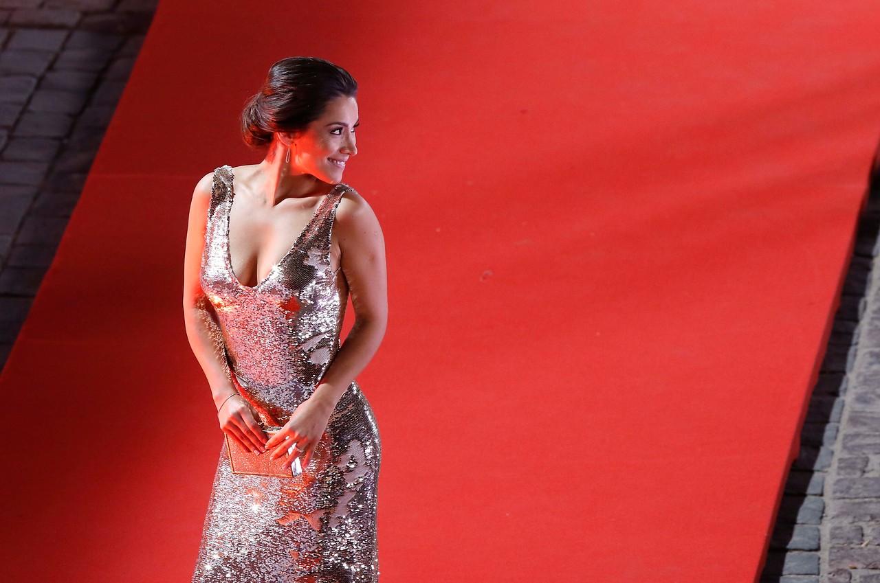 Loreto Aravena luce su espectacular figura en apegado vestido brillante en la gala