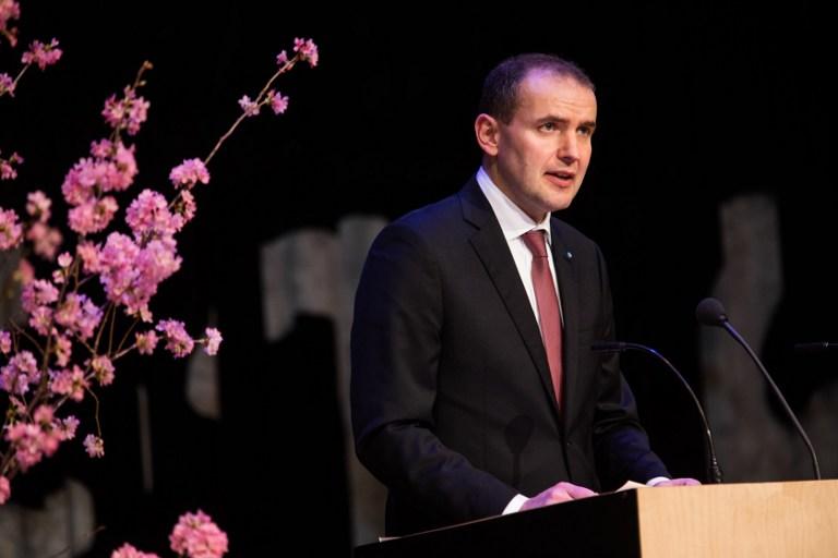 Presidente islandés bromeó sobre prohibir la pizza con piña... y todos lo tomaron en serio