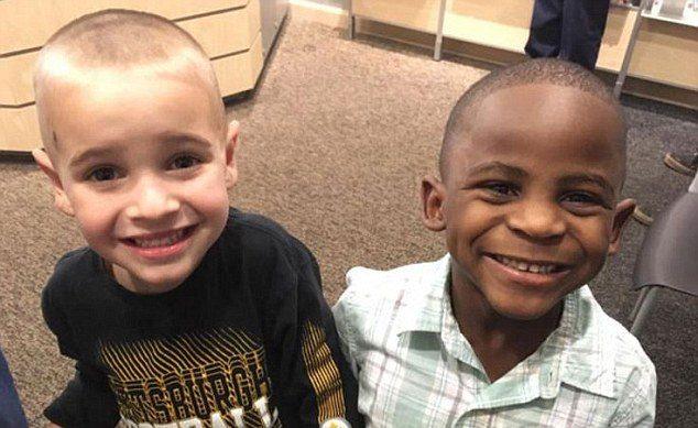 Niño pide corte de cabello para ser confundido con su mejor amigo
