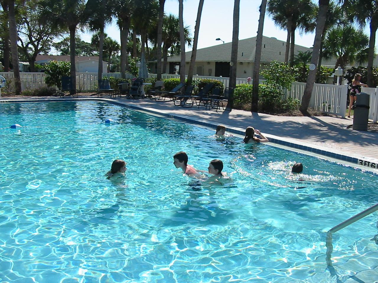 La ciencia revel cuantos litros de orina hay en las for Cuantos litros de agua caben en una piscina