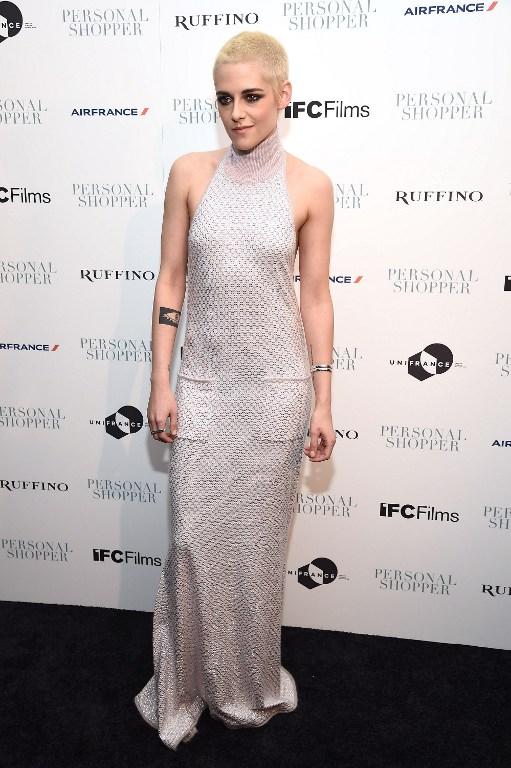 Kristen Stewart impacta con extremo cambio de look: se rapó