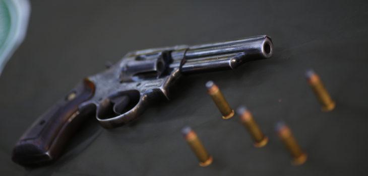 Hombre sorprendido con 4 armas en calbuco es detenido por for Porte y tenencia de armas