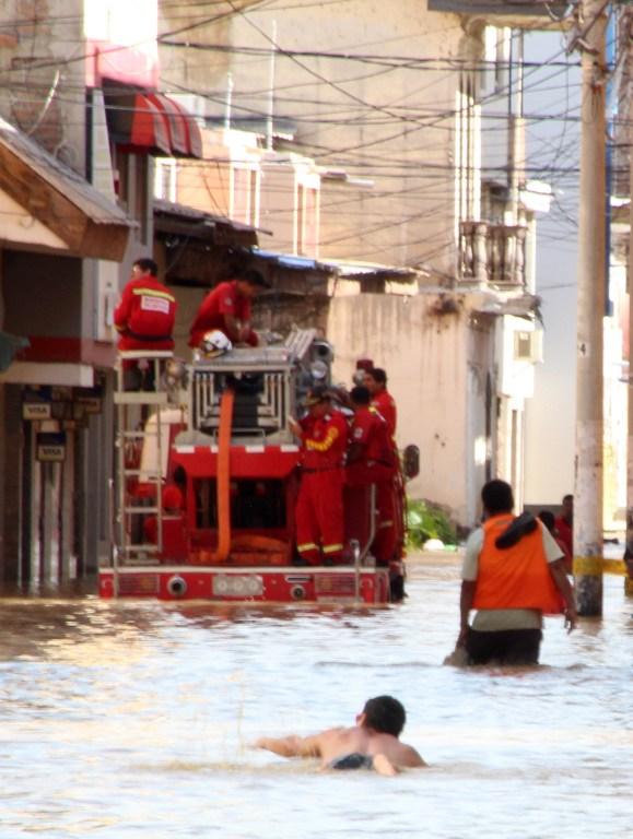 Una de las imágenes emblemáticas de las inundaciones en Perú | Agencia AFP | Patricia Lachira