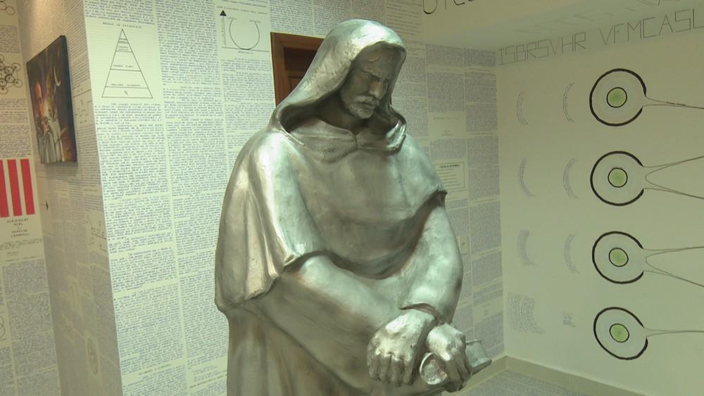 Estatua del filósofo Giordano Bruno | Rede Amazônica Acre)