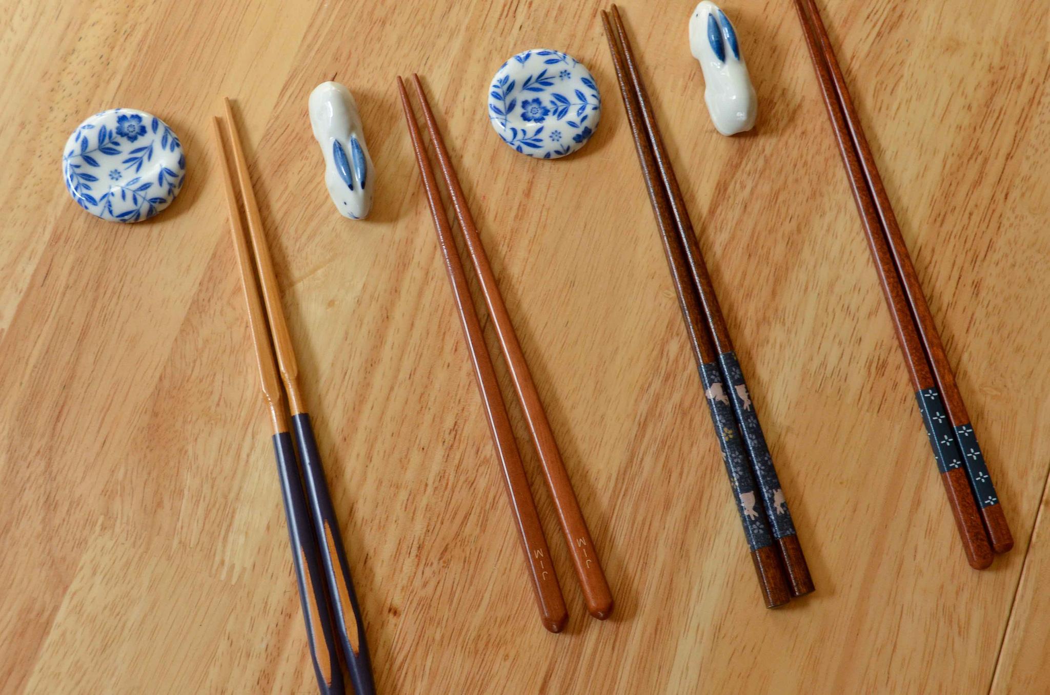 Cuál es la diferencia entre los palitos chinos, japoneses y coreanos