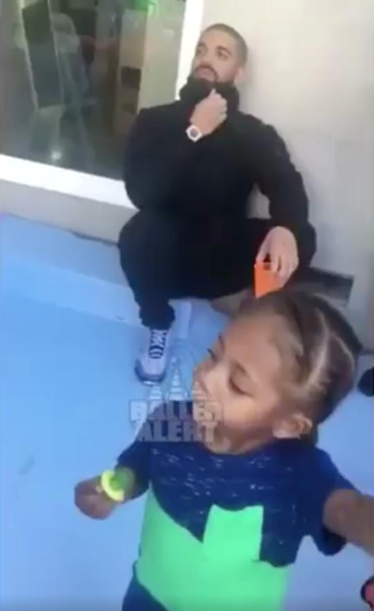 Rihanna y Drake viven encuentro súper incómodo en cumpleaños infantil