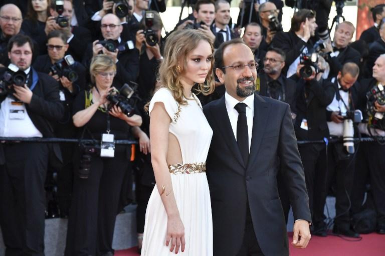 Lily-Rose Depp y Asghar Farhadi | Agencia AFP