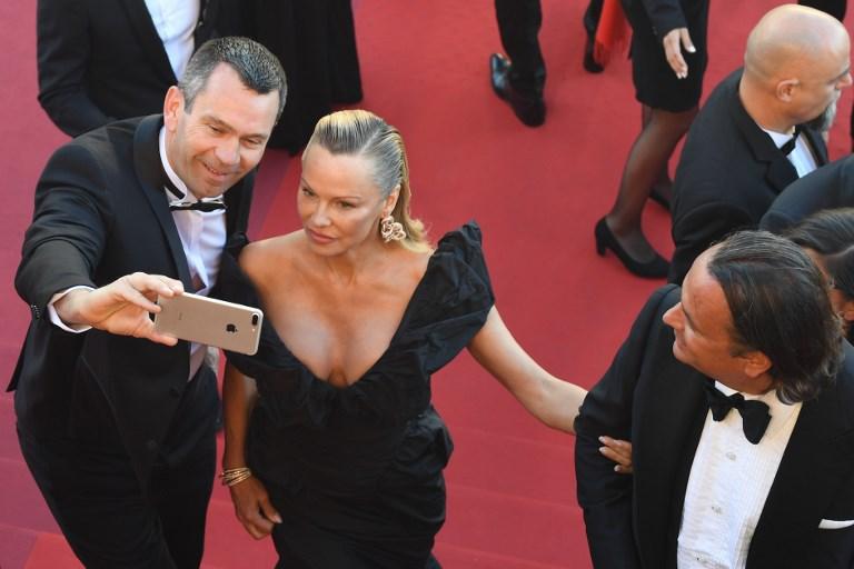 Así lució Pamela Anderson en la alfombra roja de Cannes — Irreconocible