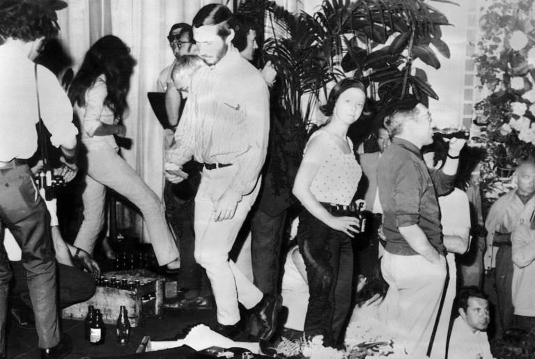 Trabajadores del cine ocupan el palacio de Cannes en 1968 | AFP | Paul Louis