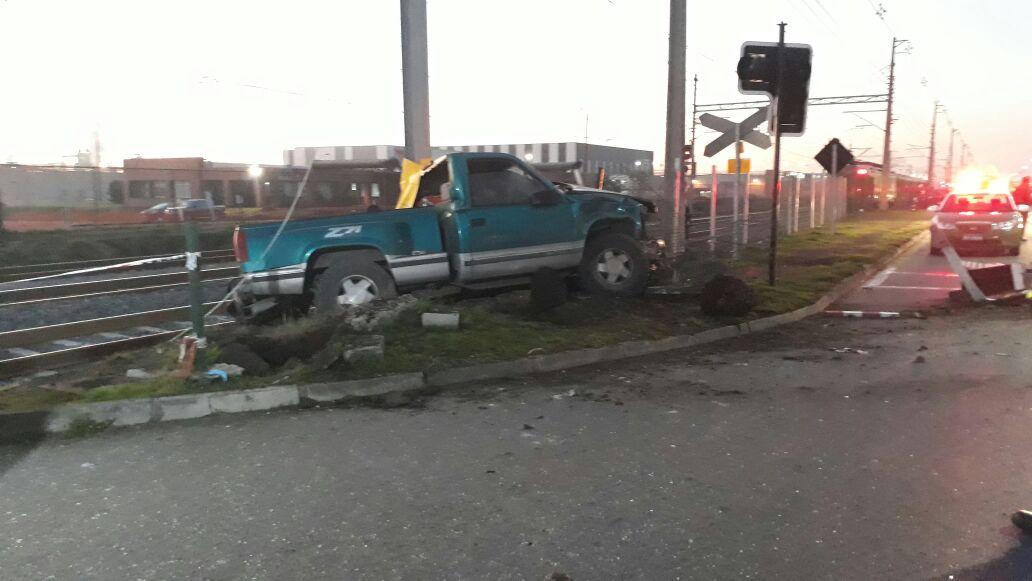 Biotrén de Concepción arrolla a camioneta matando a su conductor — CHILE