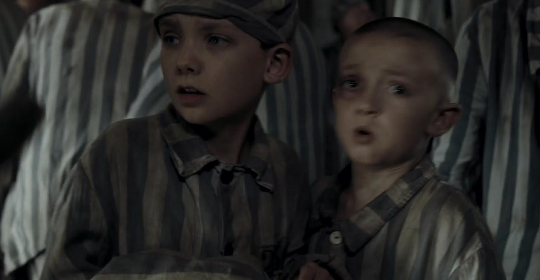 Bruno (Asa Butterfield) y Shmuel (Jack Scanlon) en El niño con el pijama de rayas (2008)