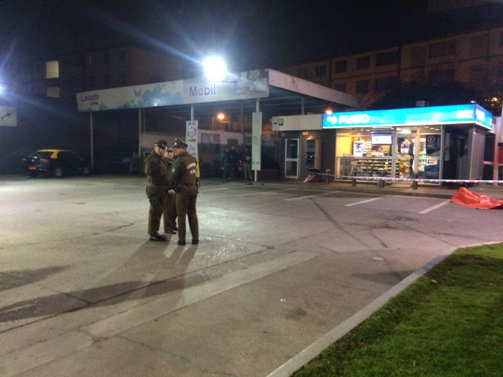 Delincuente muere baleado por un carabinero tras asalto a bencinera