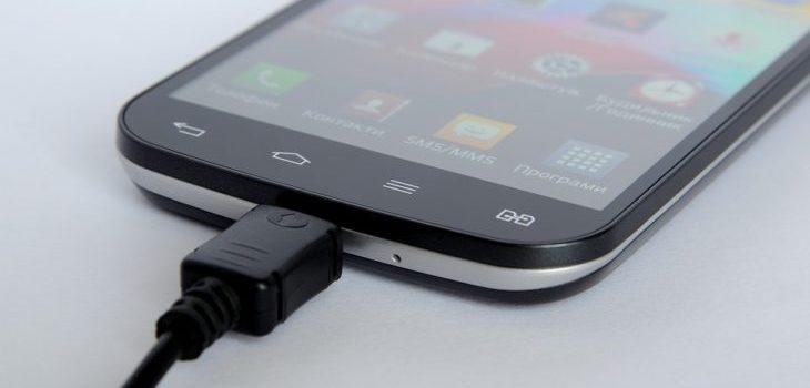 42e507dd57d El mito tras la 'carga obligatoria' que recomiendan cuando compras un  celular nuevo