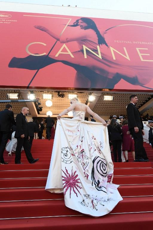 Elle Fanning exhibe los detalles de su vestido | Lois Venance | AFP