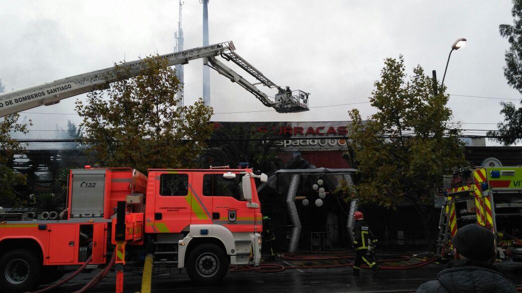 Gran incendio afectó a discoteque Las Urracas en Vitacura: Pérdidas son totales