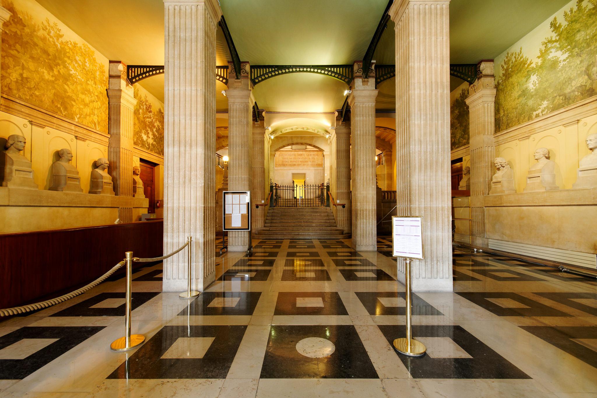 Biblioteca de Santa Genoveva   Wikimedia