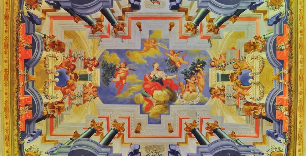Uno de los murales en el techo de la Biblioteca General de la Universidad de Coímbra   visit.uc.pt