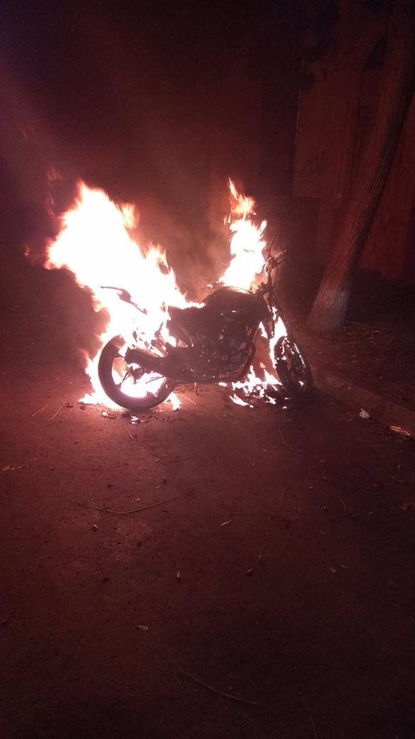 Incendio de moto en sector céntrico de Santiago | RBB