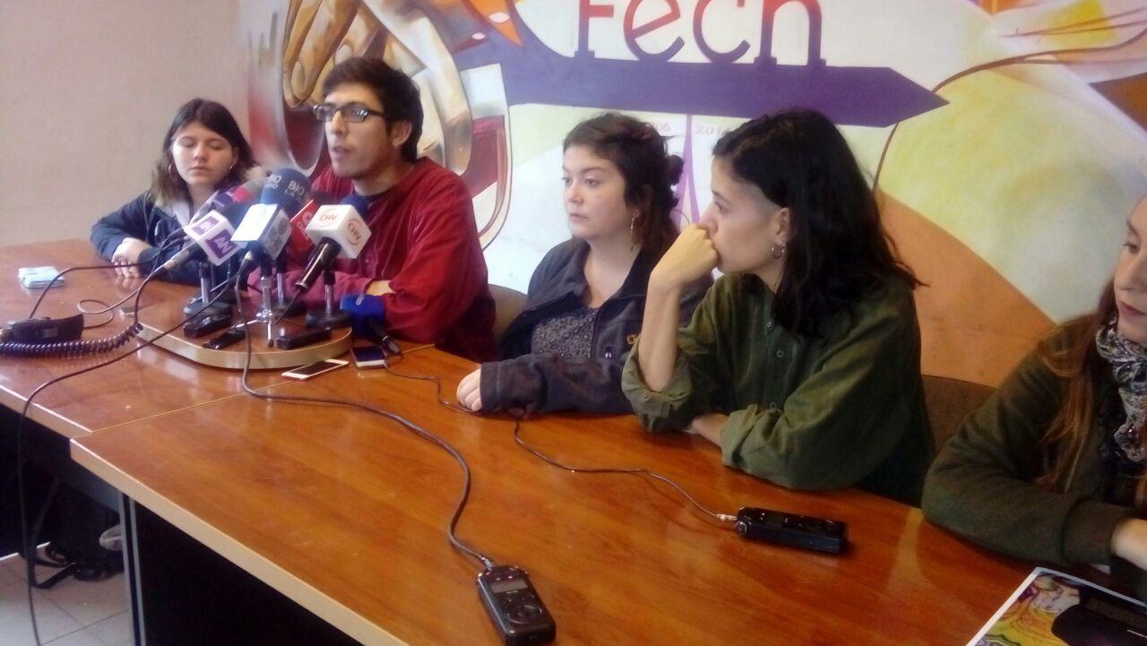 Estudiantes marchan por educación gratis y de calidad — Chile