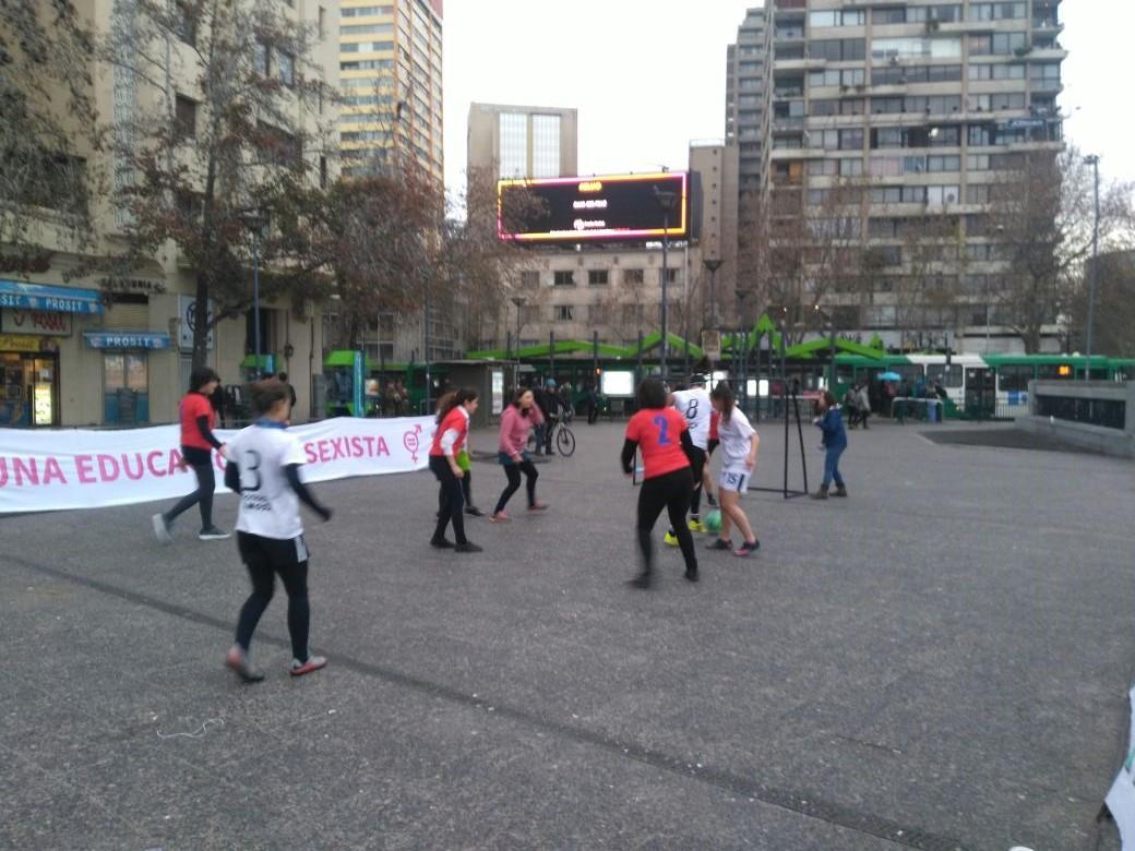 Estudiantes chilenos a las calles nuevamente exigiendo educación pública y gratuita