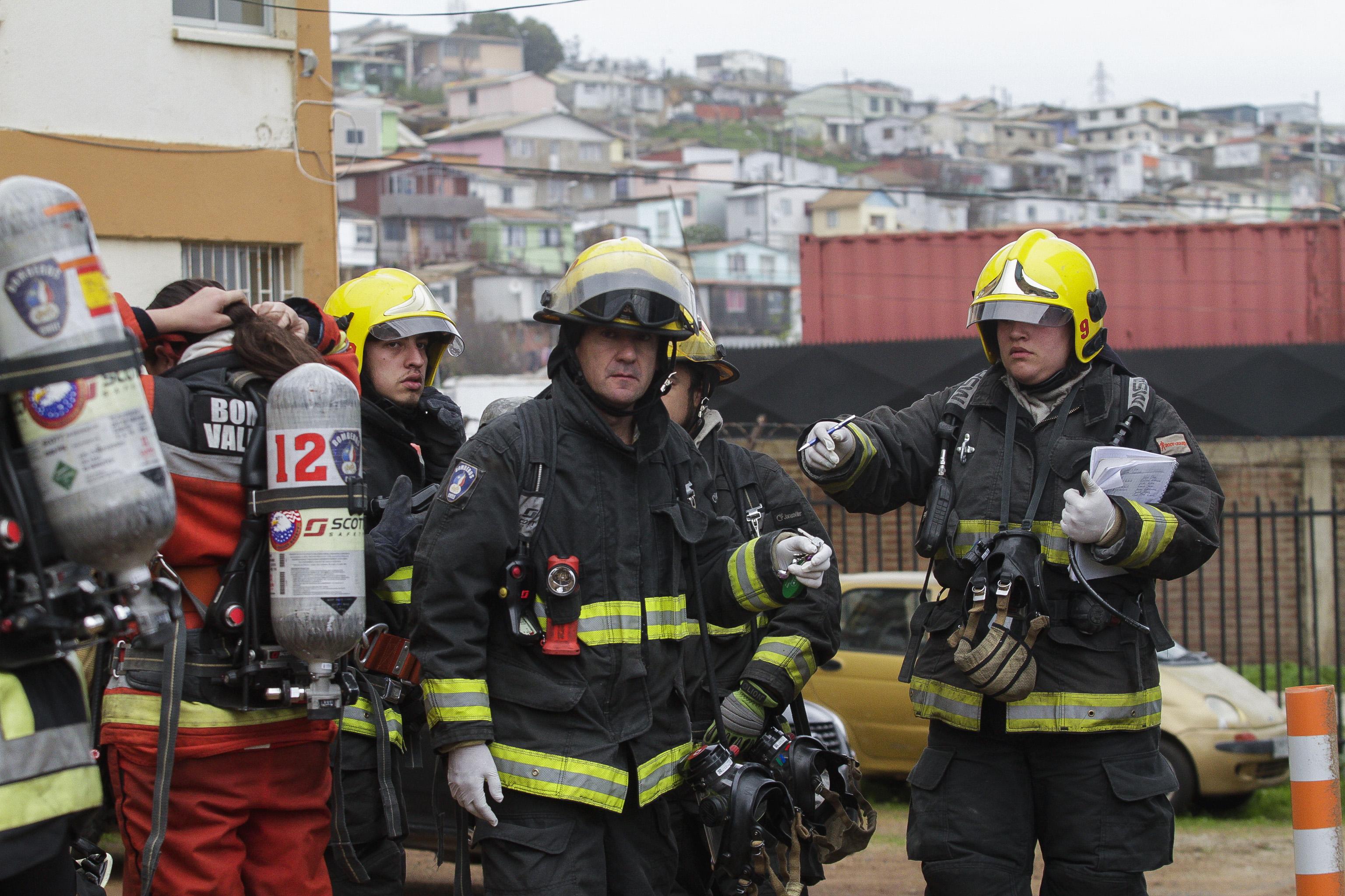 Operativo de emergencia tras muerte de funcionario de la Armada y su hijo — Playa Ancha