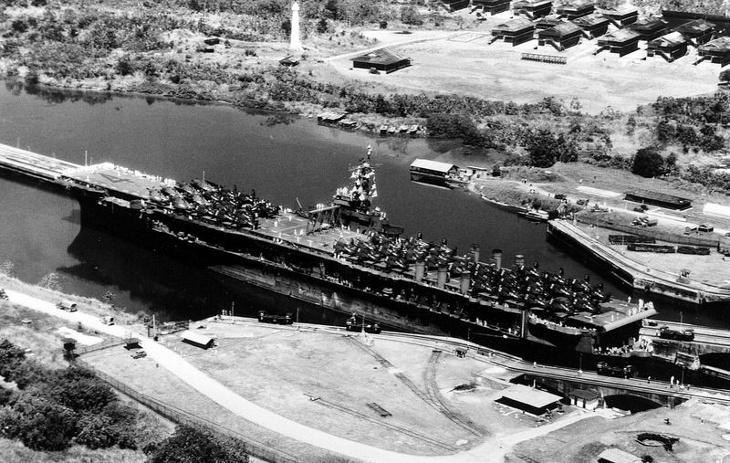 Portaaviones USS Ranger atraviesa en canal de Panamá | Wikimedia Commons