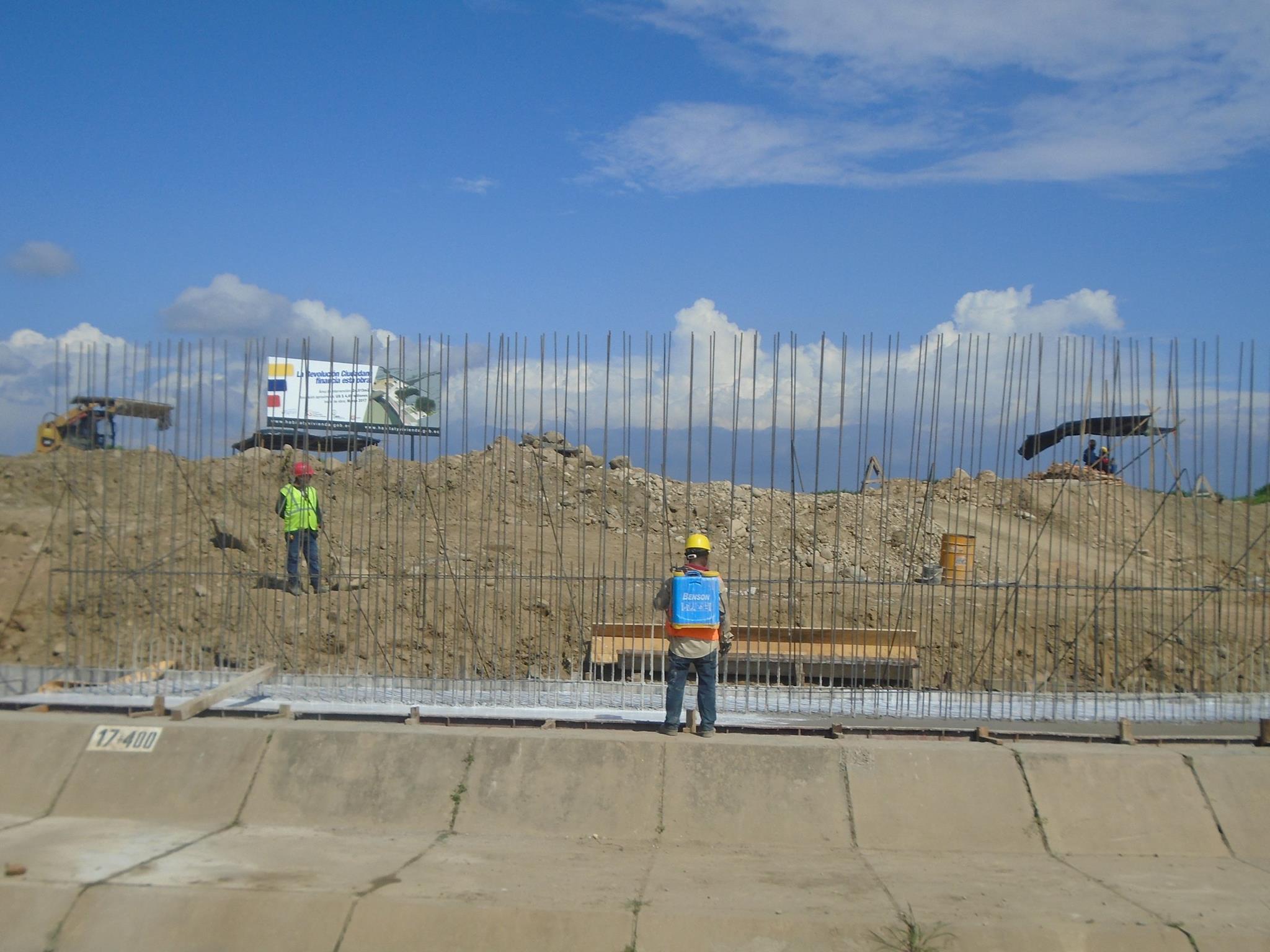 Construcción de muro fronterizo en Ecuador