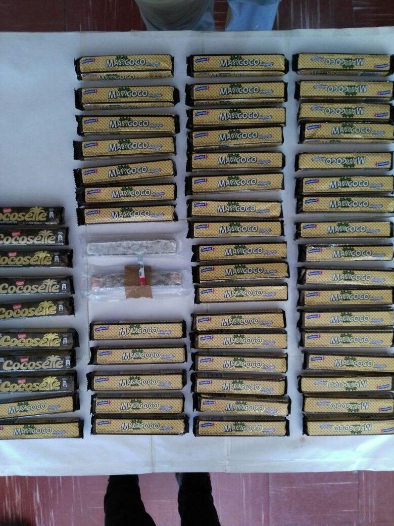 Droga escondida en chocolates y galletas