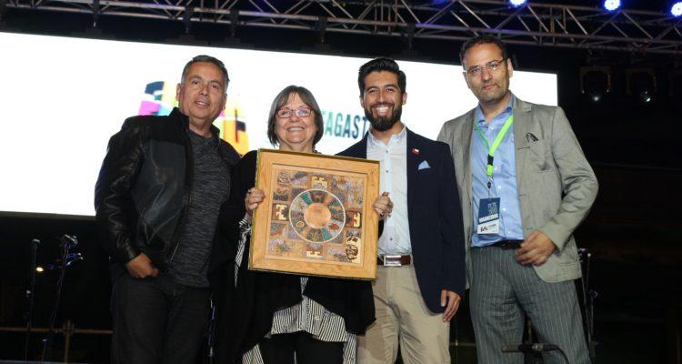 Finaliza Feria Internacional del Libro de Antofagasta reconociendo a Diamela Eltit