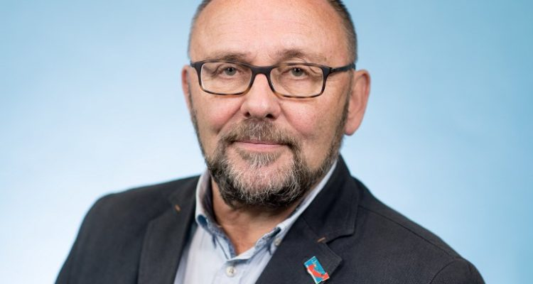 Brutal agresión a diputado de ultraderecha conmociona a Alemania
