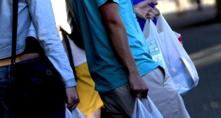 La estrategia del principal fabricante de bolsas plásticas en Chile para no quebrar