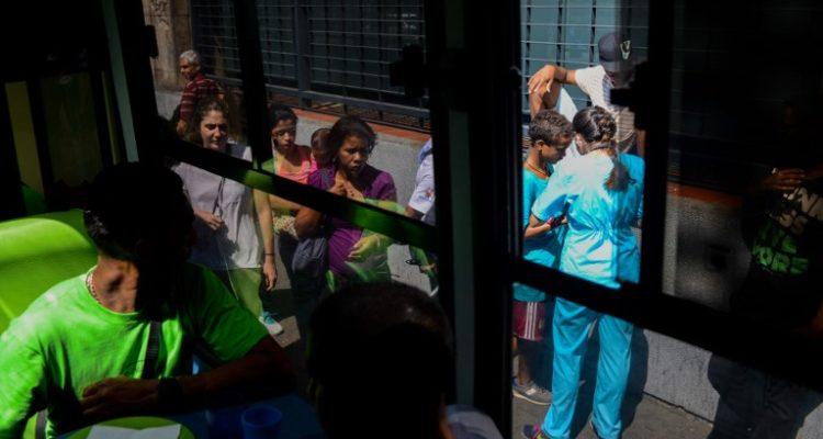 Médicos piden ingreso de ayuda humanitaria para sacar a Venezuela de la