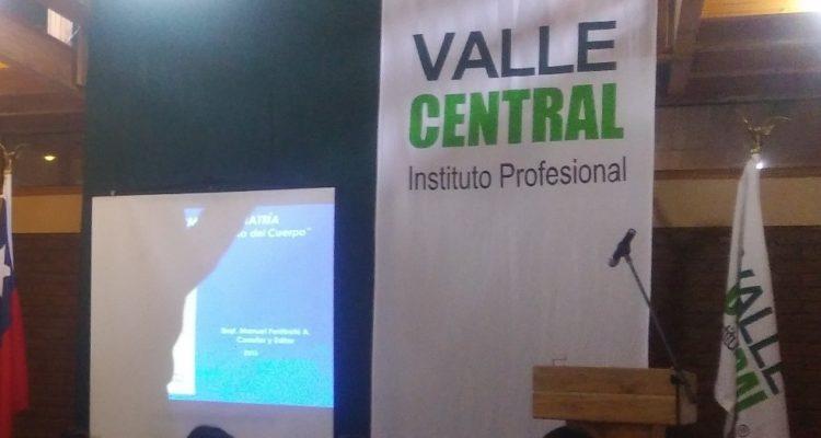 Sernac presenta demanda colectiva contra Instituto Valle Central por cláusulas abusivas