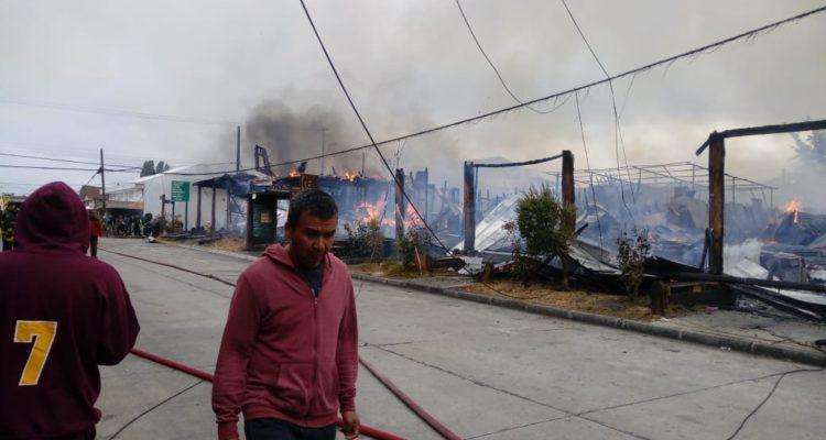 Las dramáticas imágenes que deja el violento incendio en el centro de Panguipulli