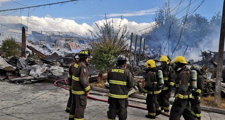 Veintena de inmuebles resultaron destruidos por incendio en sector céntrico de Panguipulli