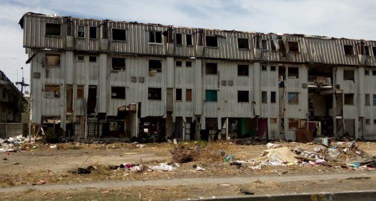 Vecinos de San Pedro de La Paz piden rapidez en demolición de bloques los Bloques de Lata
