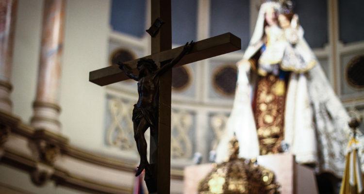 Vaticano exculpa a sacerdote acusado de acosar e intentar besar a una monja