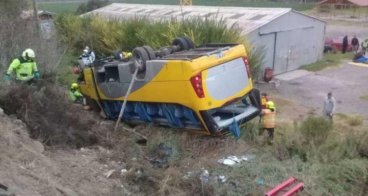 Microbus vuelca en Ovalle y deja 31 escolares lesionados