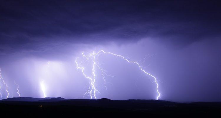 Probables tormentas eléctricas afectarían a 10 regiones entre miércoles y jueves